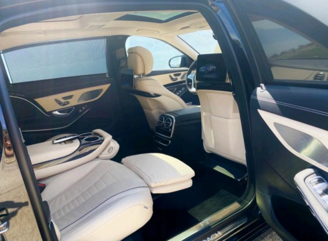 MERCEDES-BENZ S560 Maybach 4Matic (for 3 passengers)